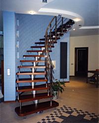 Лестница на прямых и радиусных косоурах