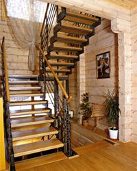 Лестница на косоурах, облицованная сборными плаcтинами